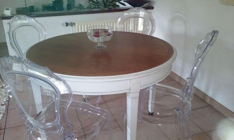 Croissant Relookage d'une table en merisier en blanc vieilli et bois naturel JB-71